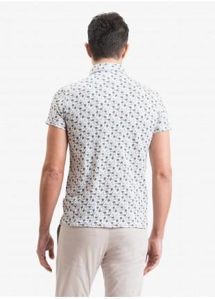 Polo uomo John Barritt, vestibilita slim, tessuto in jersey di cotone con stampa a fiori. Colore azzurro. Composizione 100% cotone. Blue