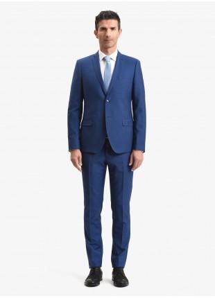 Abito uomo primavera-estate John Barritt vestibilita slim, due bottoni, due spacchi e amf. Lunghezza giacca 72 cm. Tessuto in misto lana. Colore blu aperto. Composizione 70% lana 30% poliestere. Bluette