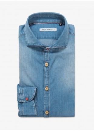 Camicia uomo John Barritt, vestibilita slim, mezzo collo francese, tessuto in cotone chambray, colore blu jeans medio con stone wash. Composizione 100% cotone. Blue