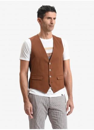 Gilet uomo John Barritt, vestibilita slim, tasche a pattina, tessuto in jersey di cotone, color tabacco. Composizione 100% cotone. Marron Chiaro