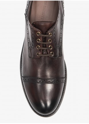 John Barritt man low lace-up shoes, with embroidery design. In real leather with vintage effect. Color brown. Rubber sole. Composition 100% lamb leather. Medium Brown