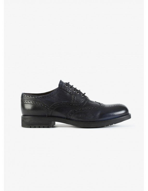 John Barritt man low lace-up shoes, with embroidery design. In real leather with vintage effect. Color blue. Rubber sole. Composition 100% lamb leather. Blue