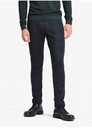 John Barritt man chinos, slim fit, slant side pockets on front and welt pockets with buttons on back. Stretch jersey fabric with check design. Color blue/green. Composition 57% polyester 36% viscose 7% elastane. Blue