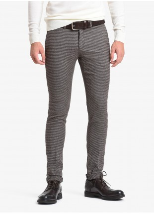 John Barritt man chinos, slim fit, slant side pockets on front and welt pockets with buttons on back. Stretch cotton fabric with micro pied-de-poule pattern. Color brown. Composition 99% cotton 1% elastane. Light Brown