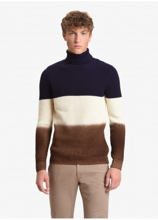 John Barritt man turtle neck sweater, slim fit, three colored stripes, pure wool yarn. Colors purple, old white and brown. Composition 100% wool. Aubergine