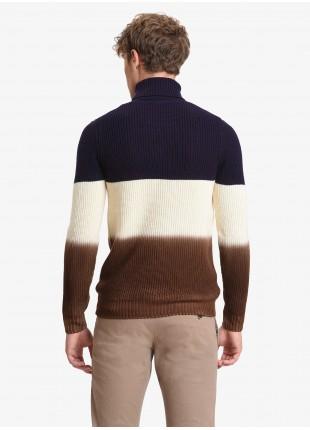 Maglia uomo John Barritt vestibilita slim, dolcevita, modello con tre fasce di colore, filato in lana merino. Prugna, panna e color biscotto. Composizione 100% lana. Melanzana