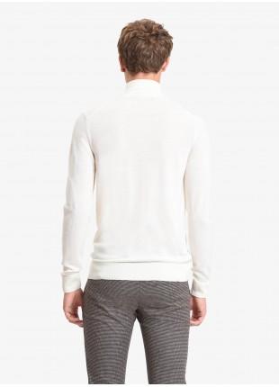 Sweater: Merino wool turtleneck , 14gg, garment dyed, burgundy/brown colour. 100%WOOL White