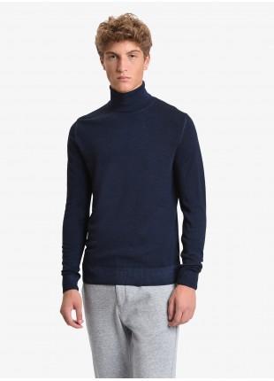 Maglia uomo John Barritt vestibilita slim, dolcevita, filato in lana merino tinto in capo, colore blu. Composizione 100% lana. Blue