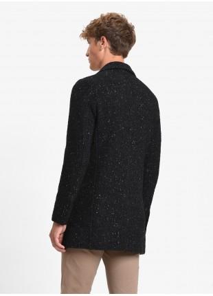 Cappotto uomo John Barritt, foderato, vestibilita slim, chiusura a tre bottoni. Tessuto bottonato, colore nero. Composizione 34% lana 31% acrilico 21% poliestere 7% seta 4% alpaca 3% altre fibre. Nero