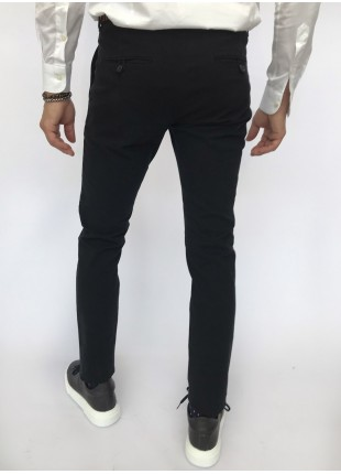 Man chinos pants, slim fit, in stretch cotton fabric, piece-dyed and garment washed. Medium grey colour. Composition 98% cotton 2% elastane. Blue