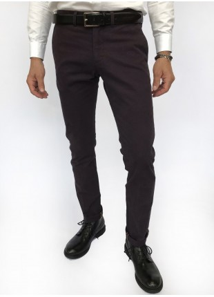 Man chinos pants, slim fit, in stretch cotton fabric, piece-dyed and garment washed. Medium grey colour. Composition 98% cotton 2% elastane. Red Malboro Classic