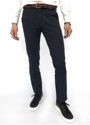 Man chinos pants, slim fit, in stretch cotton fabric, garment dyed . Navy colour. Composition 97% cotton 3% elastane. Blue