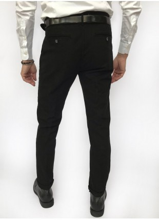 Man chinos pants, slim fit, in stretch cotton fabric, garment dyed . Black colour. Composition 97% cotton 3% elastane. Nero