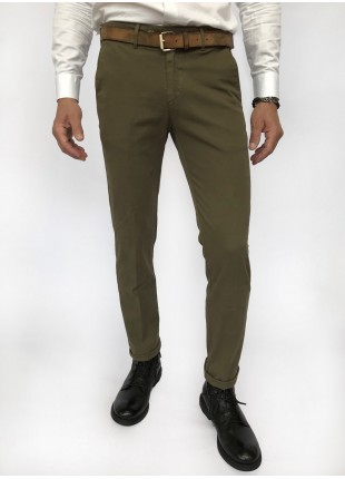 Man chinos pants, slim fit, in stretch cotton fabric, garment dyed . Sage green colour. Composition 97% cotton 3% elastane.  Military Green