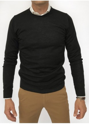Man sweater, crew neck, slim fit, pure wool blend (14gg), garment dyed, navy colour. Composition 100% wool. Nero