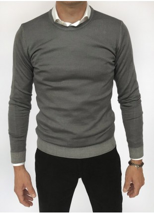 Man sweater, crew neck, slim fit, pure wool blend (14gg), garment dyed, navy colour. Composition 100% wool. Gray Middle Kingdom