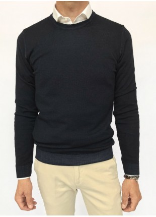 Man sweater, crew neck, slim fit, pure wool blend (14gg), garment dyed, navy colour. Composition 100% wool. Blue