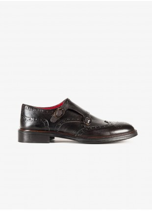 John Barritt man low shoes, double buckle style, with embroidery design. In real leather, color dark brown. Leather sole with rubber insert. Composition 100% lamb leather. Light Brown