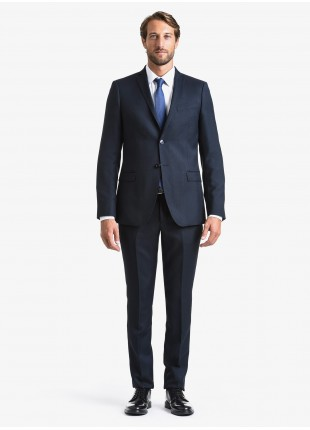 John Barritt fall-winter man suit, slim fit, two buttons, double vent and amf. Lenght jacket 74 cm. Mixed wool fabric with micro pattern. Composition 60% wool 40% polyester. Bluette