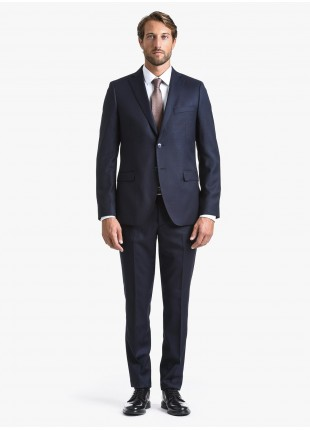 John Barritt fall-winter man suit, regular fit, two buttons, double vent and amf. Lenght jacket 74 cm. Wool stretch fabric with micro design. Composition 98% wool 2% elastane. Blue